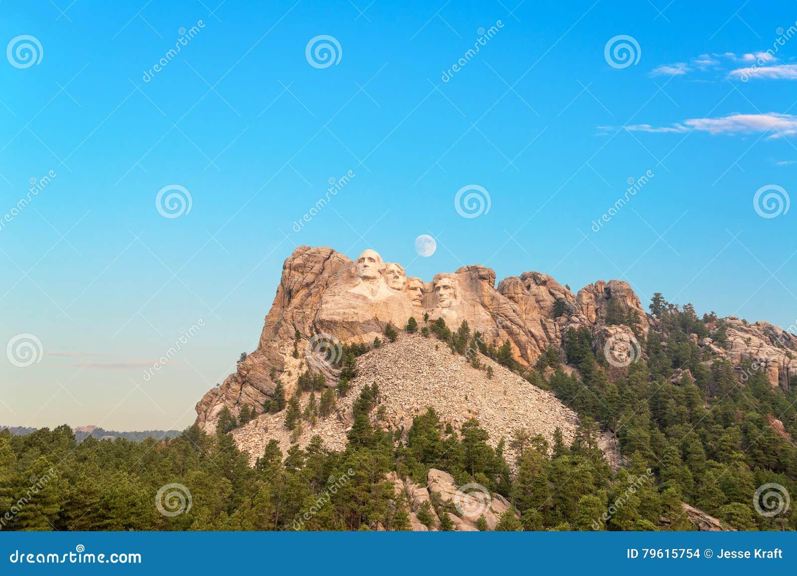 O Monte Rushmore e lua