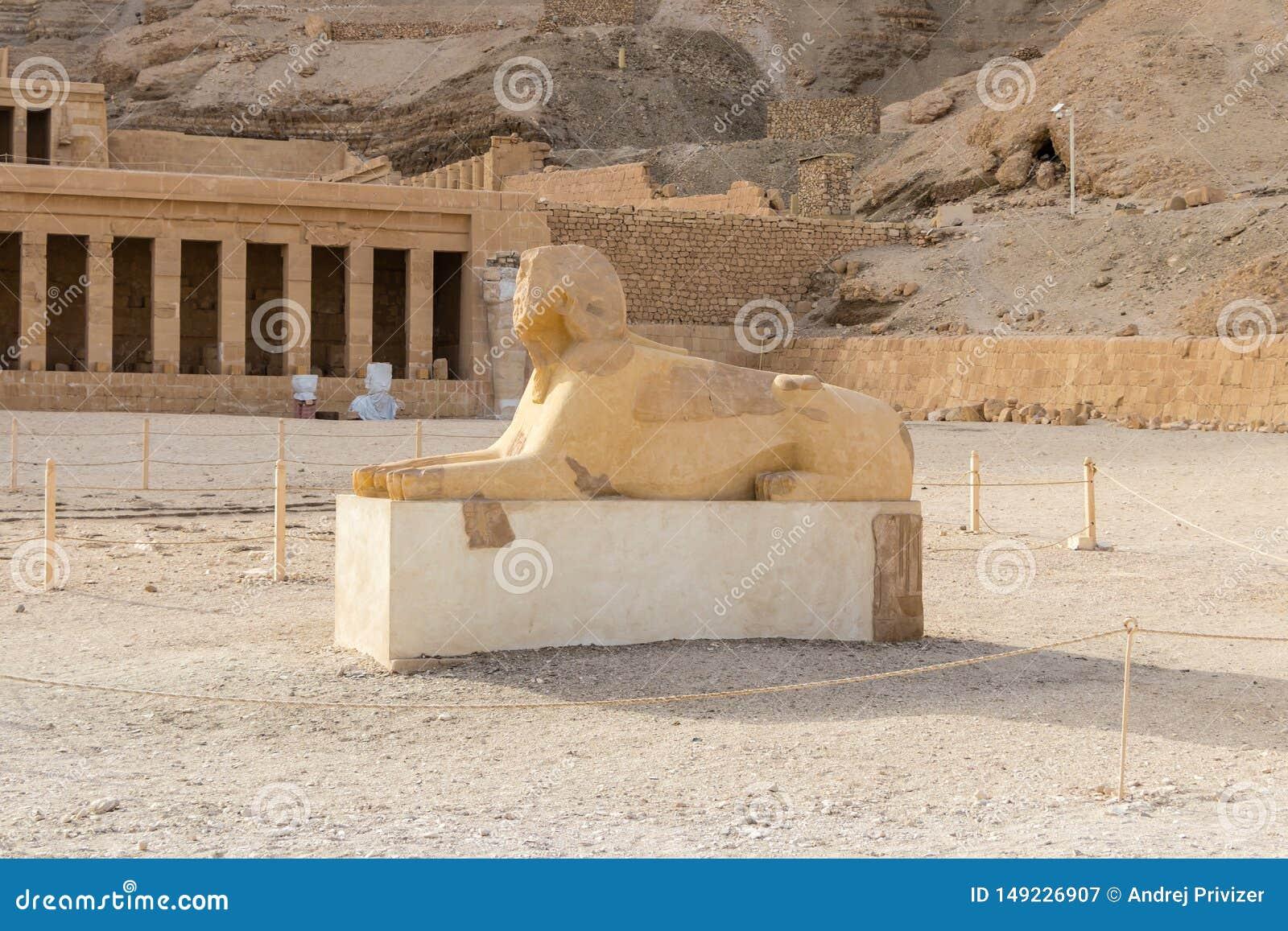 O monumento da esfinge com o corpo de uma cabe?a do le?o e de um pharaoh