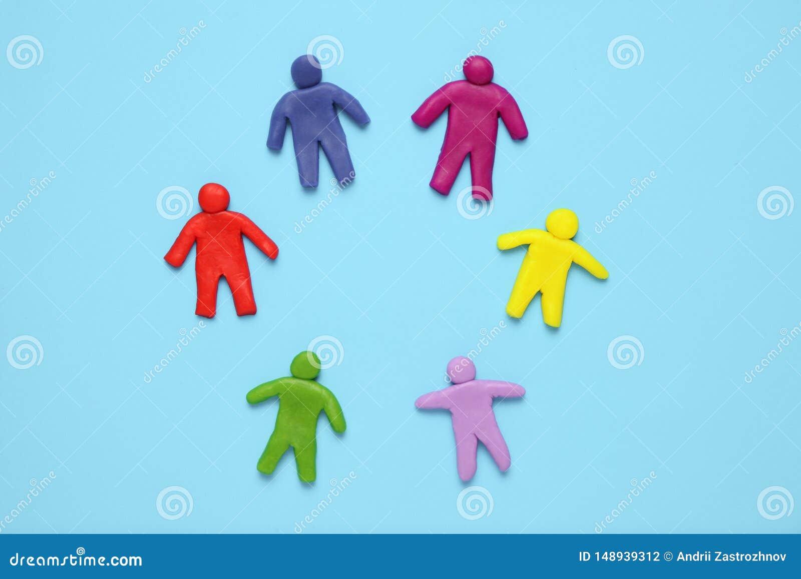 O multi  de Ñ olored figuras do plasticine dos povos Diversidade e igualdade raciais dos povos no mundo