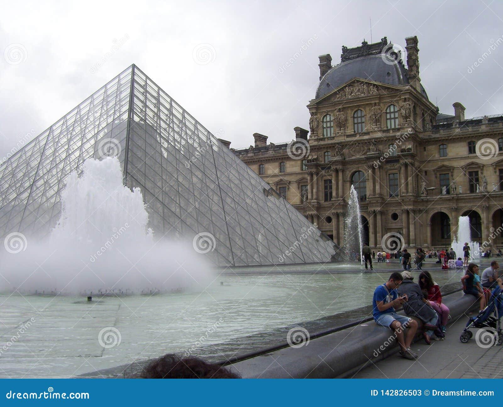O museu do Louvre é o museu o mais importante em França