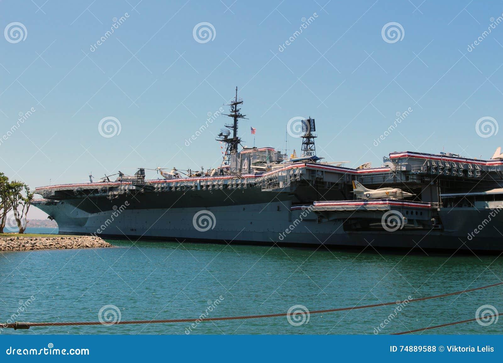 O museu intermediário do porta-aviões de USS