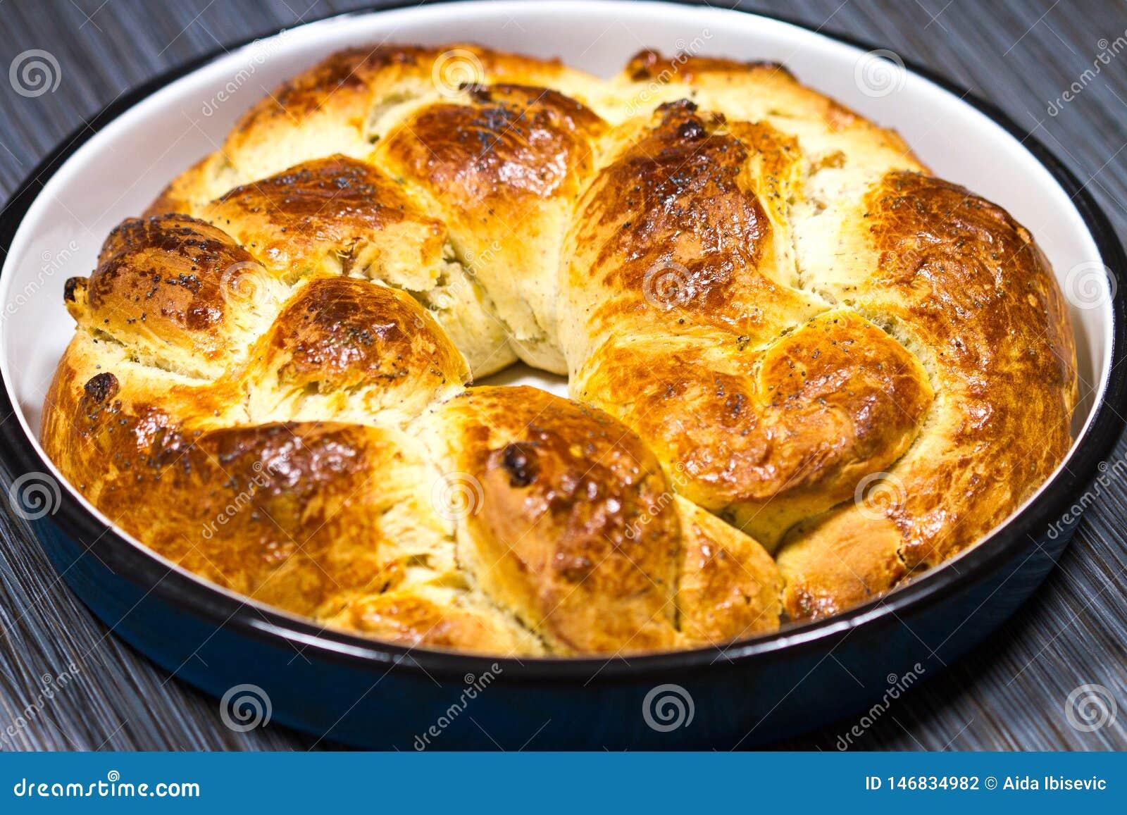 O Natal caseiro fresco ou o feriado ortodoxo trançaram o pão doce