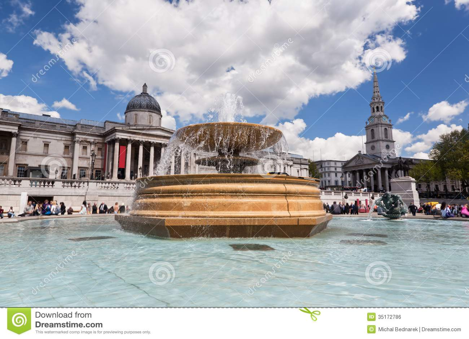 O National Gallery em Trafalgar Square em Londres, Inglaterra.