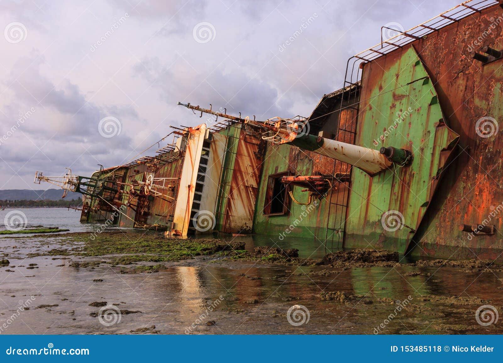 O navio soçobrado de Bangkai Kapal FV Viking