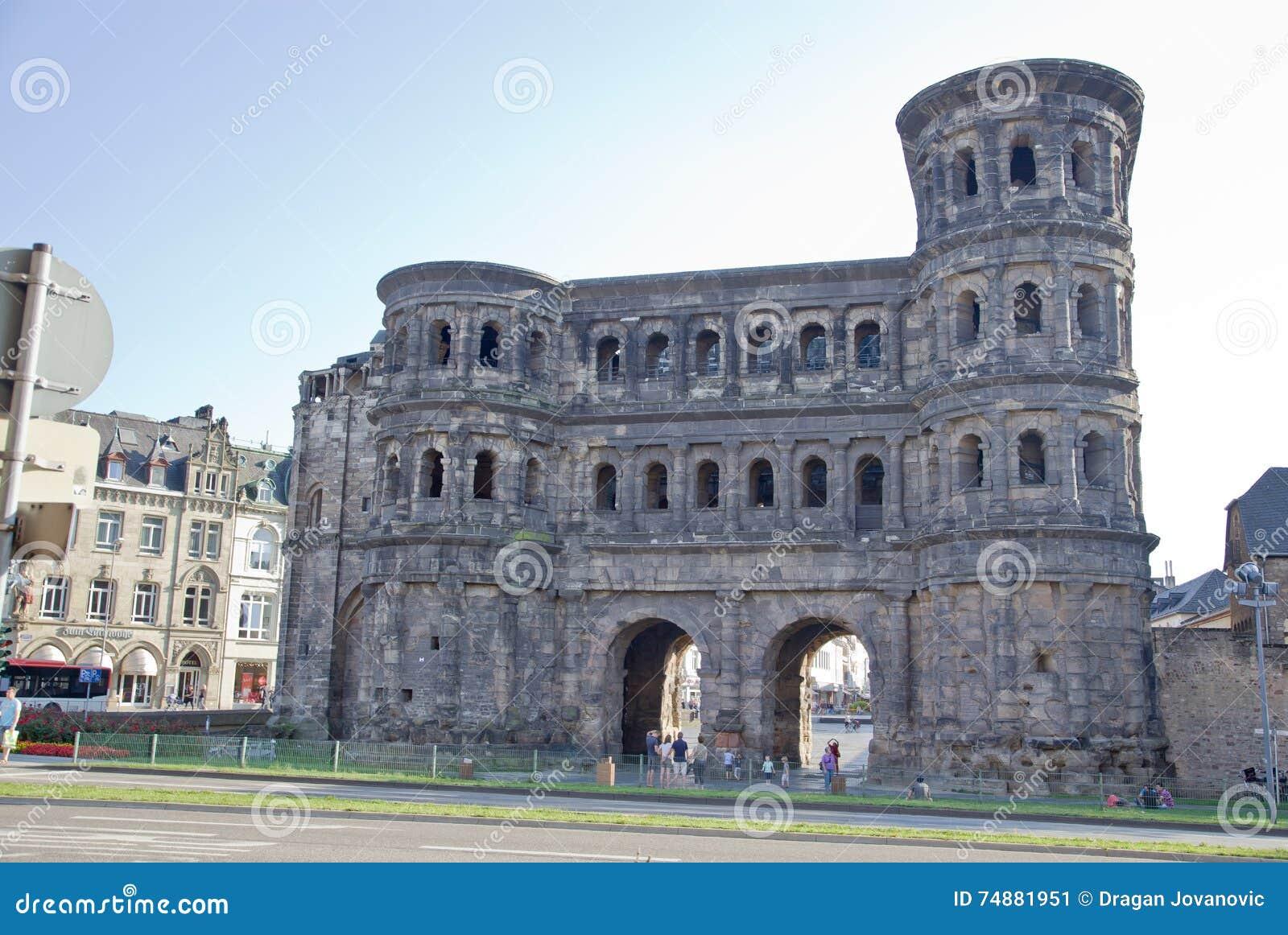 O negro de Porta (porta preta), Trier