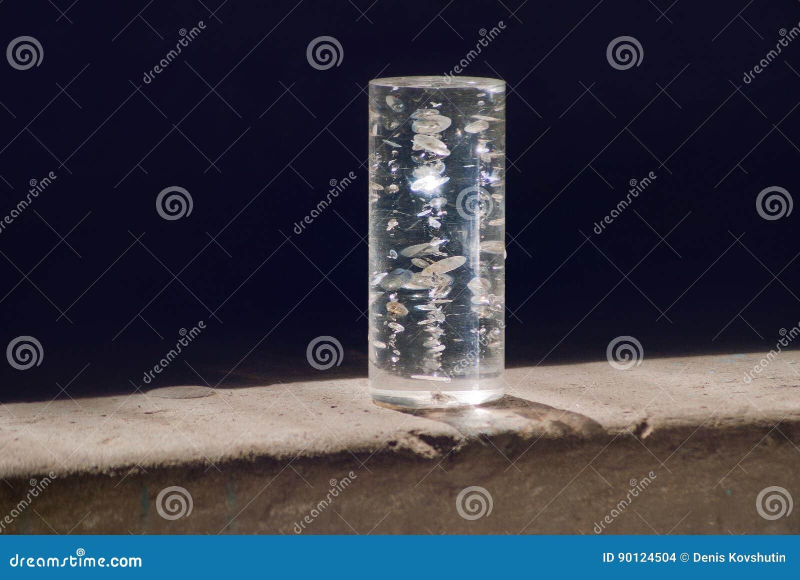 O objeto transparente no ` s do sol irradia