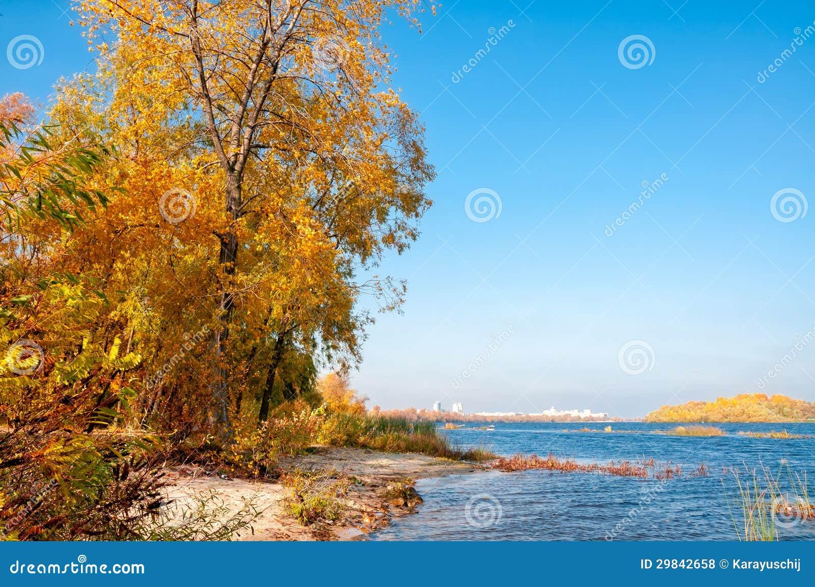 Outono no rio de Dnieper