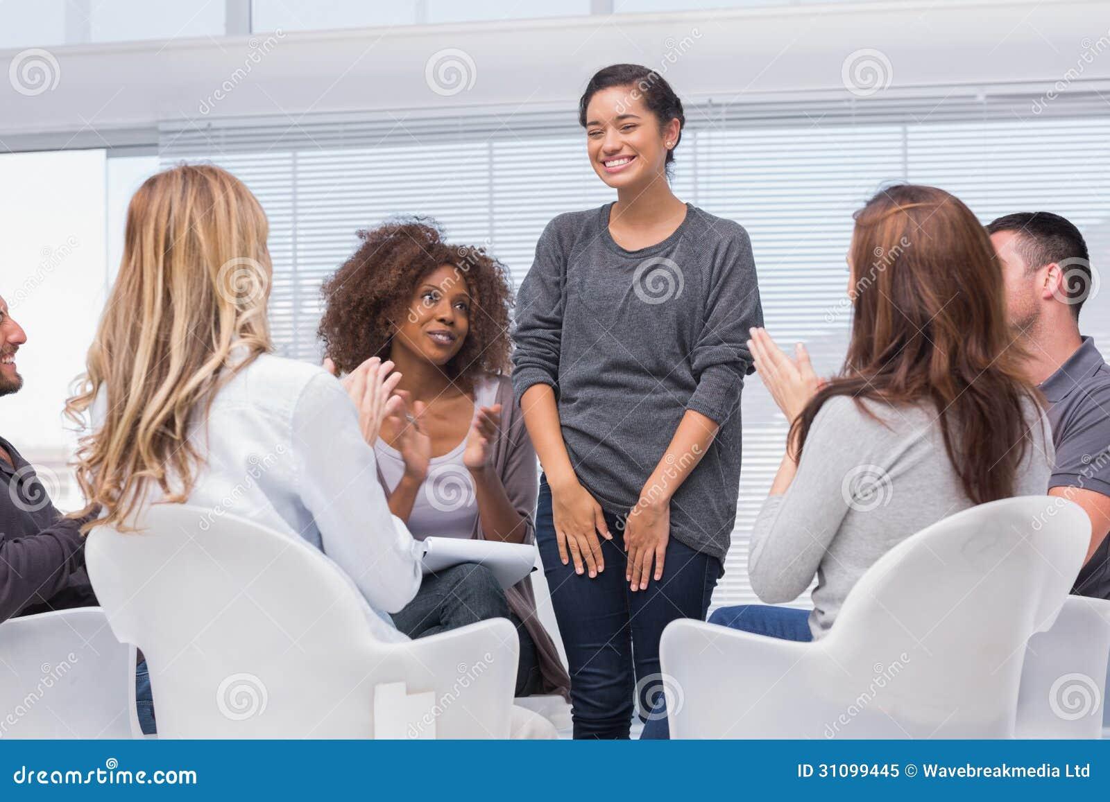 O paciente tem uma descoberta na terapia do grupo