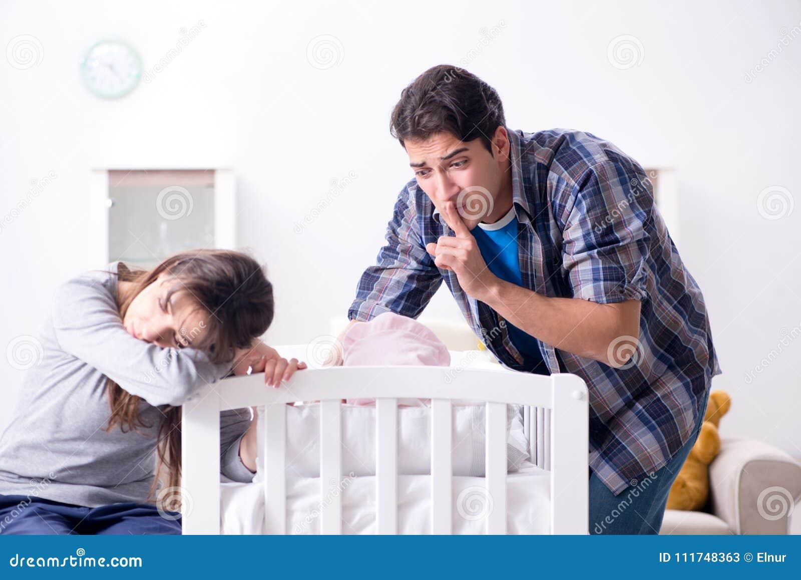 O paizinho novo não pode estar o grito do bebê