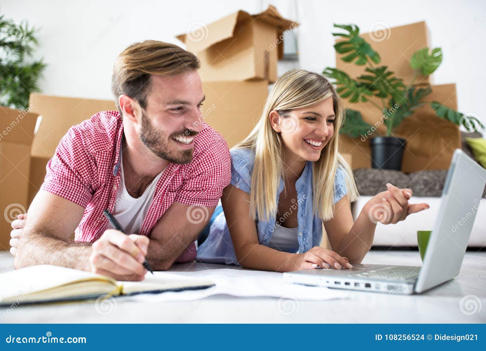 O par novo está planejando equipar uma casa nova