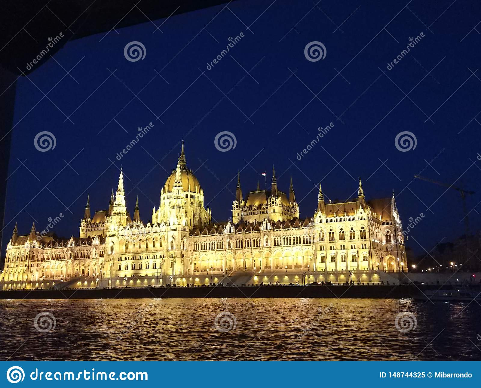 O parlamento de Budapest na noite
