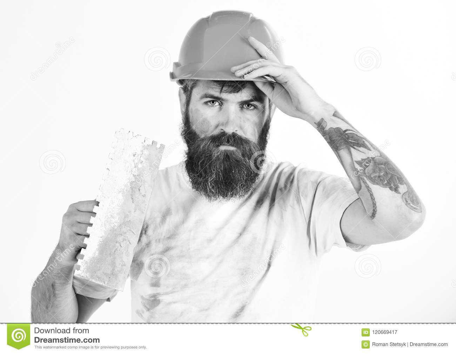 O pintor, o estucador, o reparador, o contramestre no capacete ou o capacete de segurança guardam a faca de massa de vidraceiro,