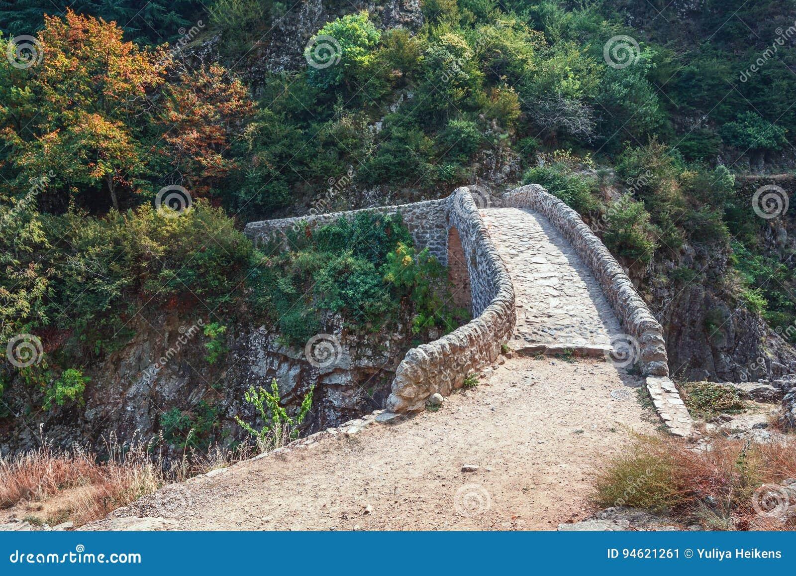 O Pont du Diable ou a ponte do diabo são uma ponte romana que meça