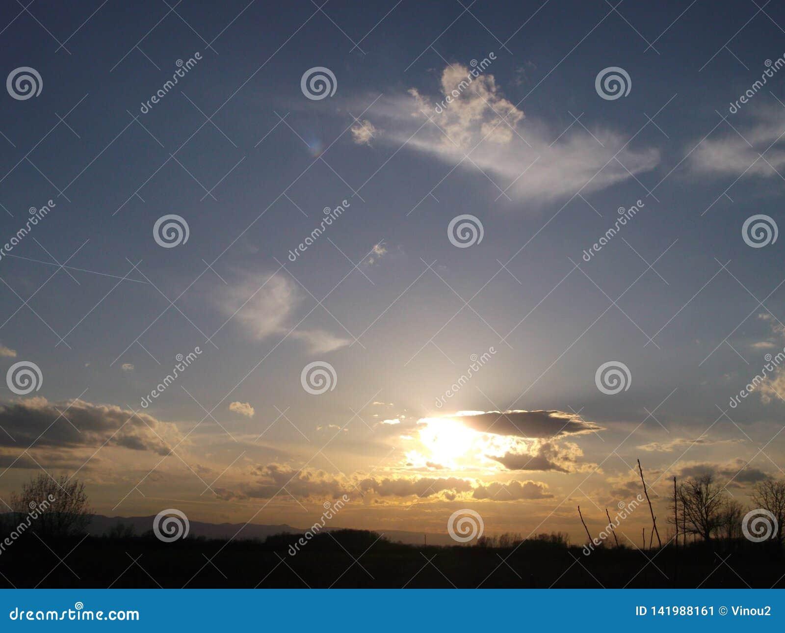 O por do sol mágico, ou supõe o que o vento e o sol tiravam
