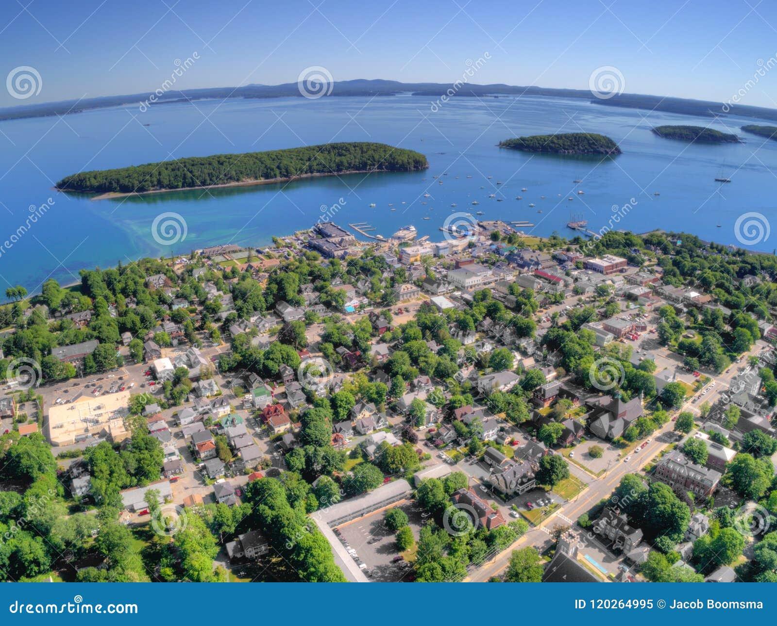 O porto da barra é uma cidade do turista em Maine Coast pela nação do Acadia