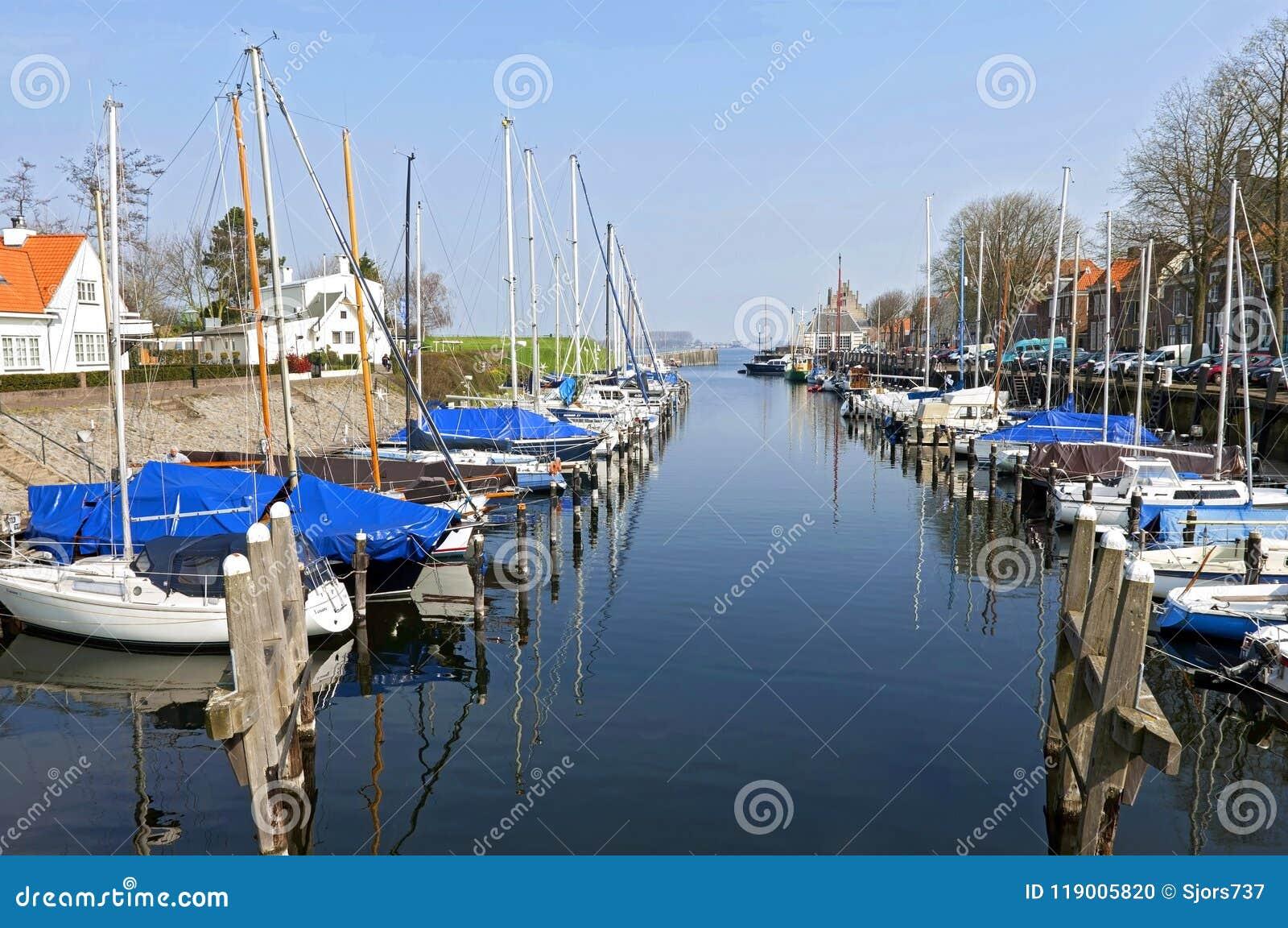 O porto e o lago da cidade holandesa Veere