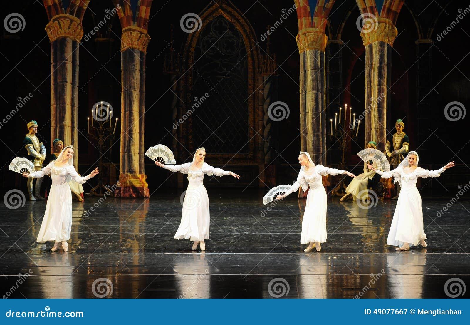 O príncipe nacional do traje- do russo ato-bailado O Lago das Cisnes do mitzvah- da barra do terceiro