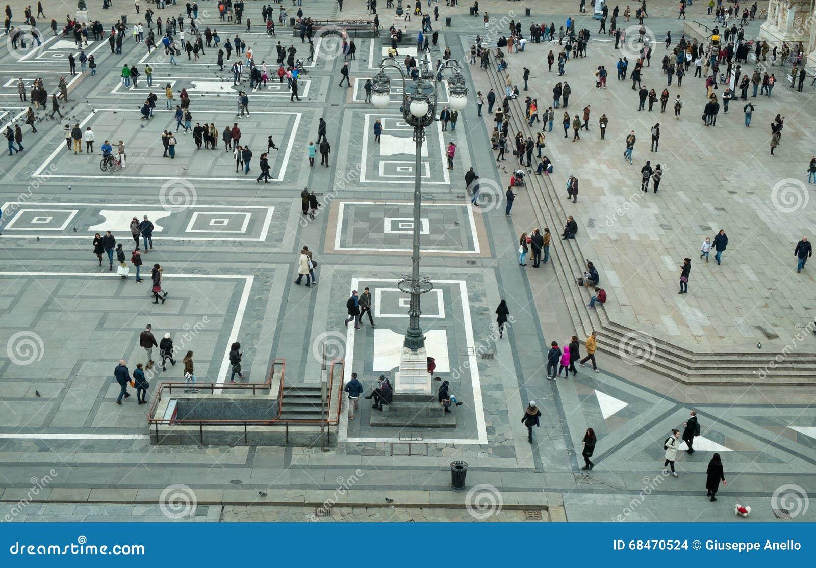O quadrado de Milão chamou o domo da praça