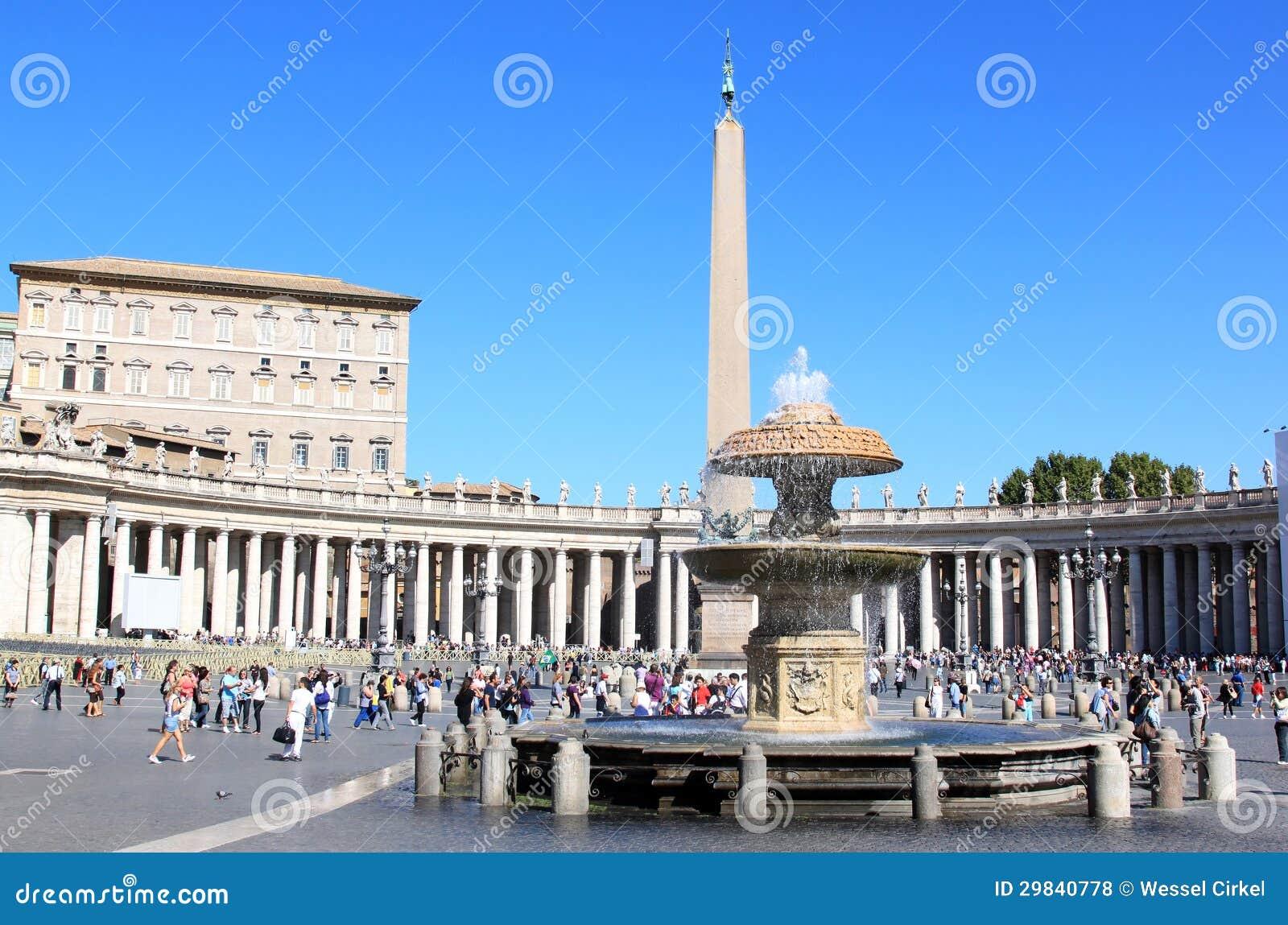 Obelisk da fonte e do egípcio na praça San Pietro, Roma