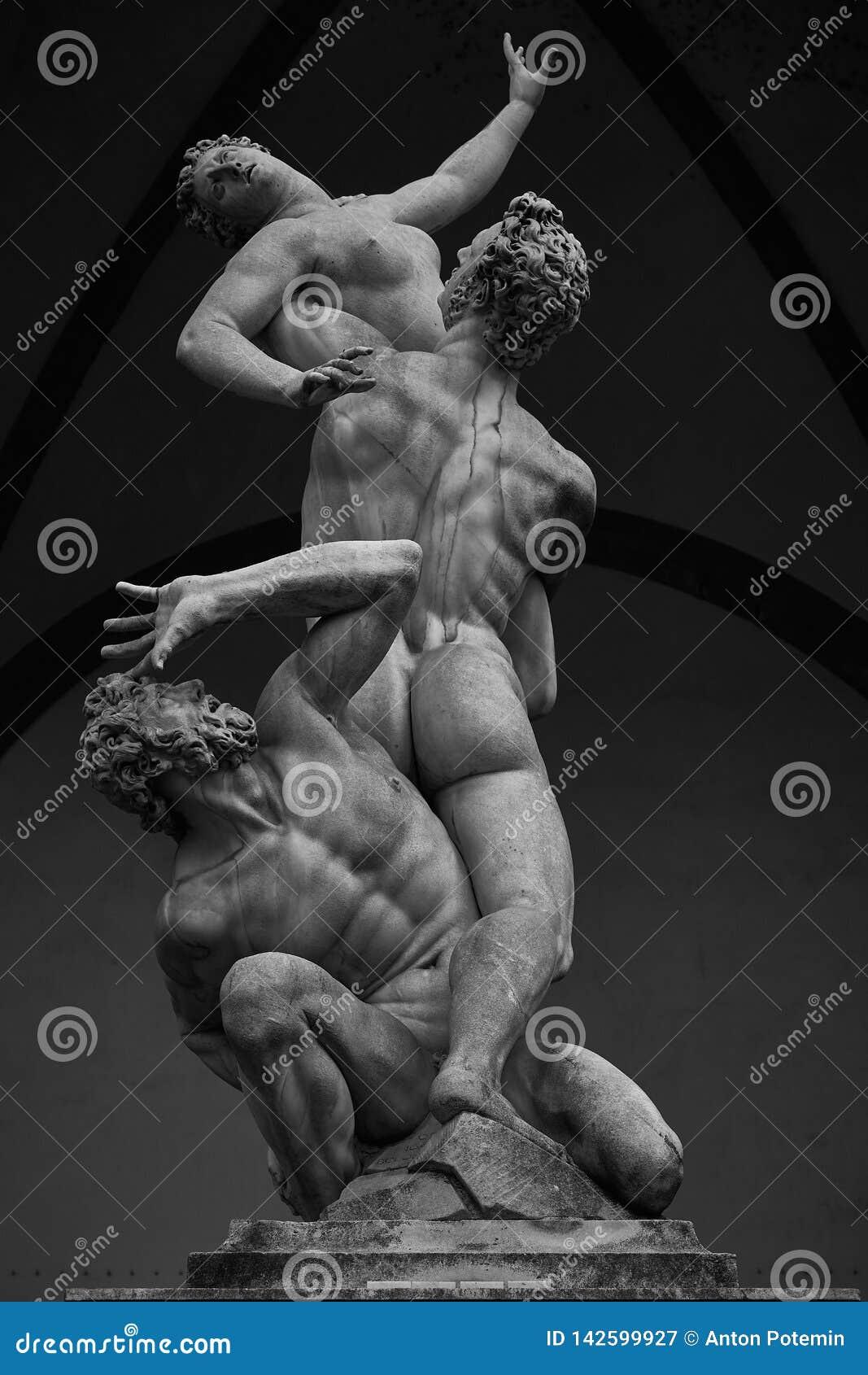 O rapto de Sabine Women por Giambologna, no dei Lanzi da loggia em Florença