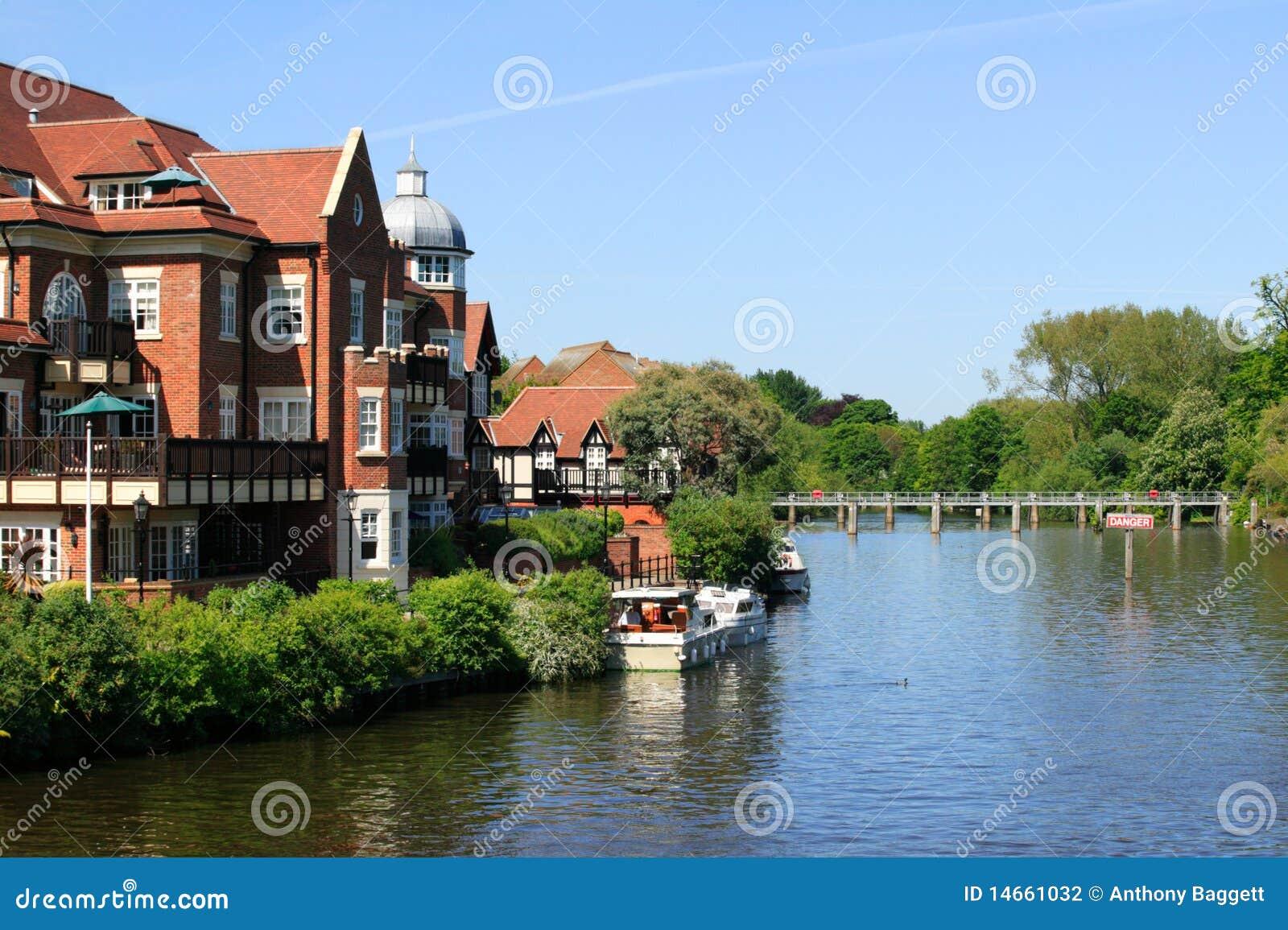 O rio Tamisa em Windsor
