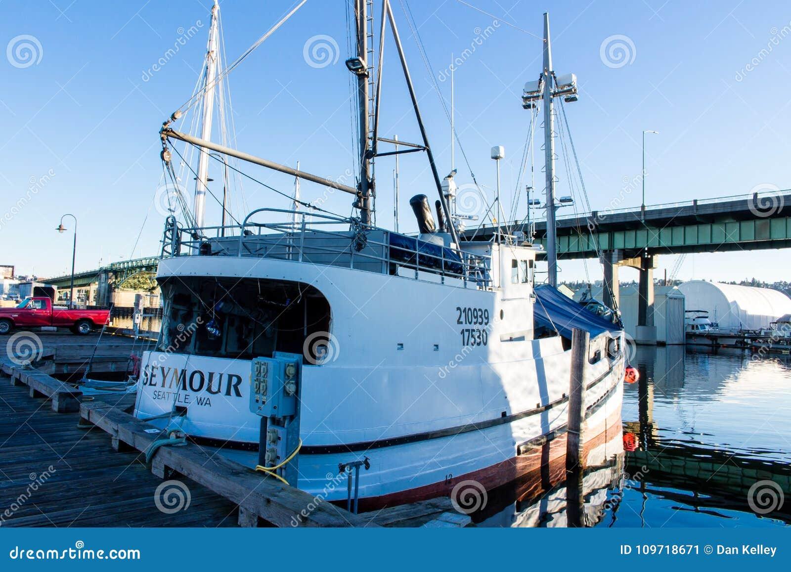 O ` s do palangreiro amarrou no terminal do ` s do pescador em Seattle Washington