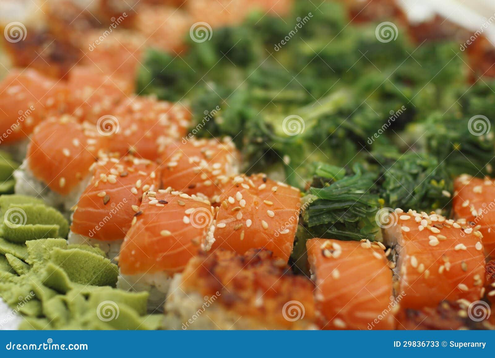 O sushi remenda e rola a coleção
