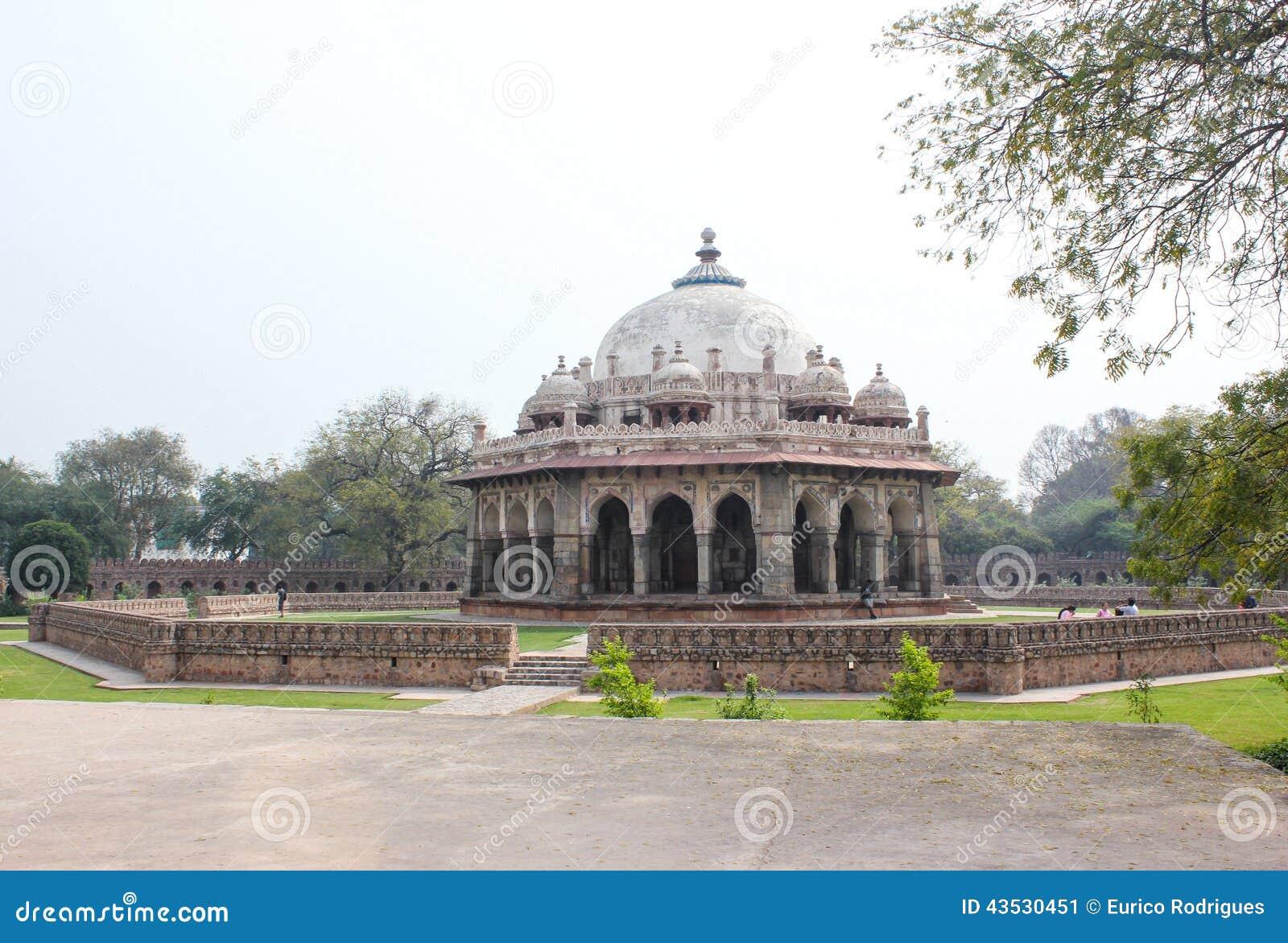 O túmulo de Isa Khan Niyazi, complexo Nova Deli de Humayun Tomb