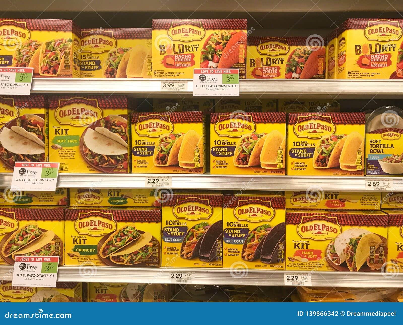 O taco velho de El Paso descasca para a venda em uma mercearia
