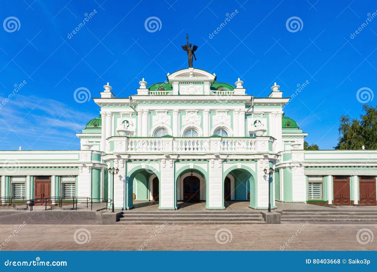 O teatro de Omsk, Rússia