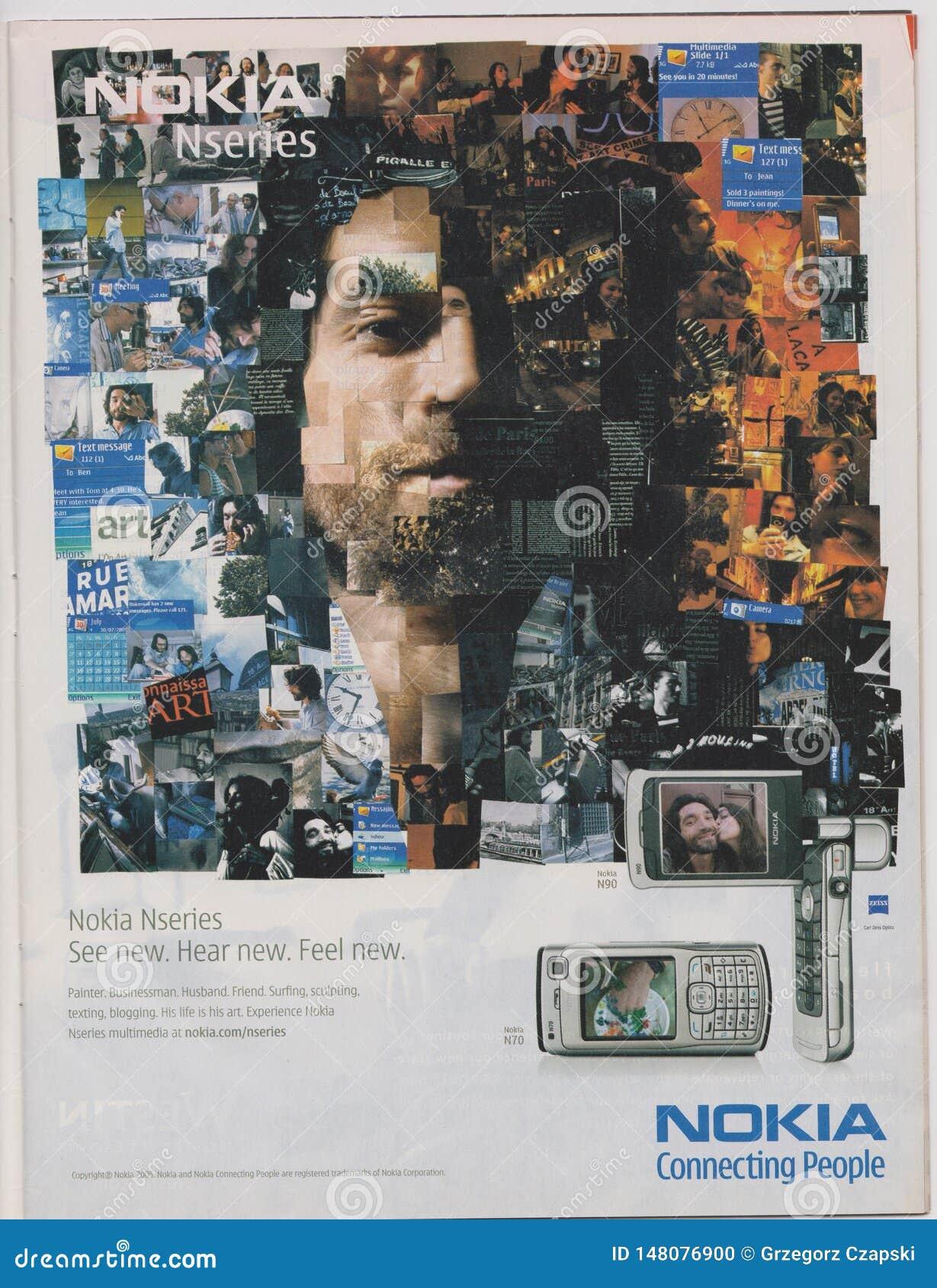 O telefone de Nokia Nseries N70 da propaganda de cartaz no compartimento desde 2005, slogan de conexão dos povos de NOKIA, vê, ou