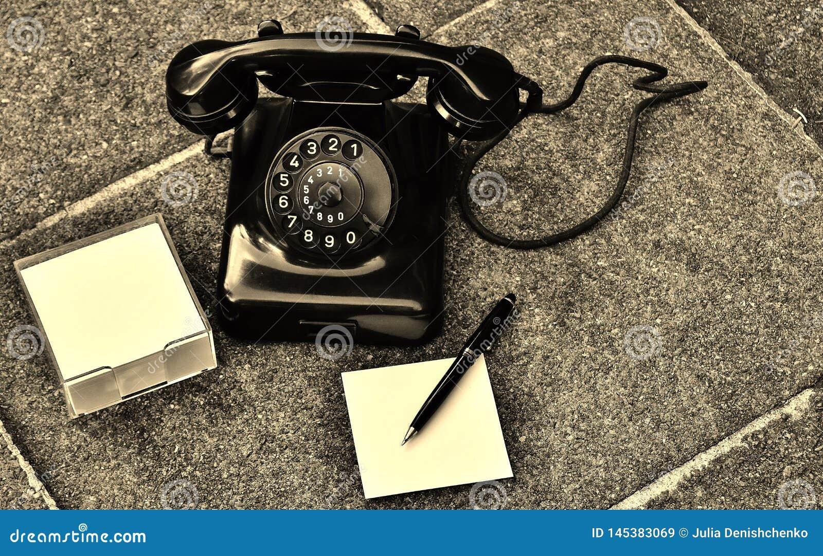 O telefone retro retorna-nos o espírito desse tempo