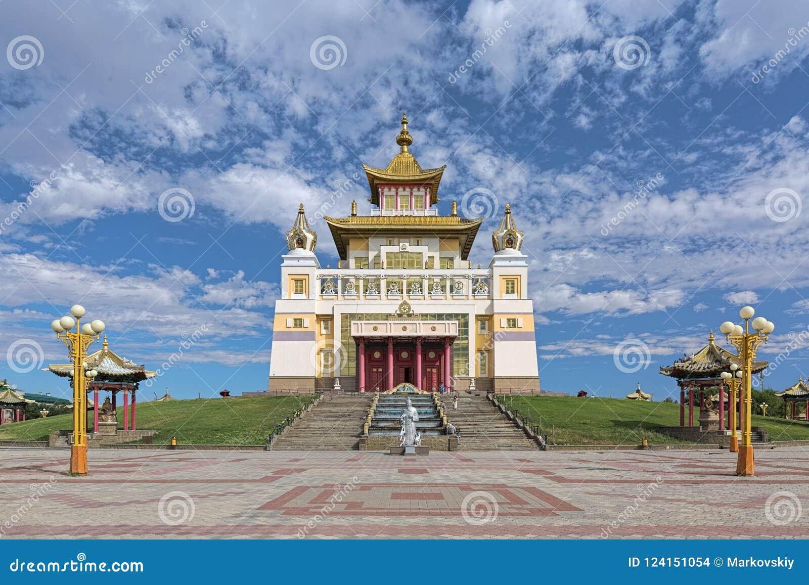 O templo budista principal da república de Calmúquia em Elista, Rússia
