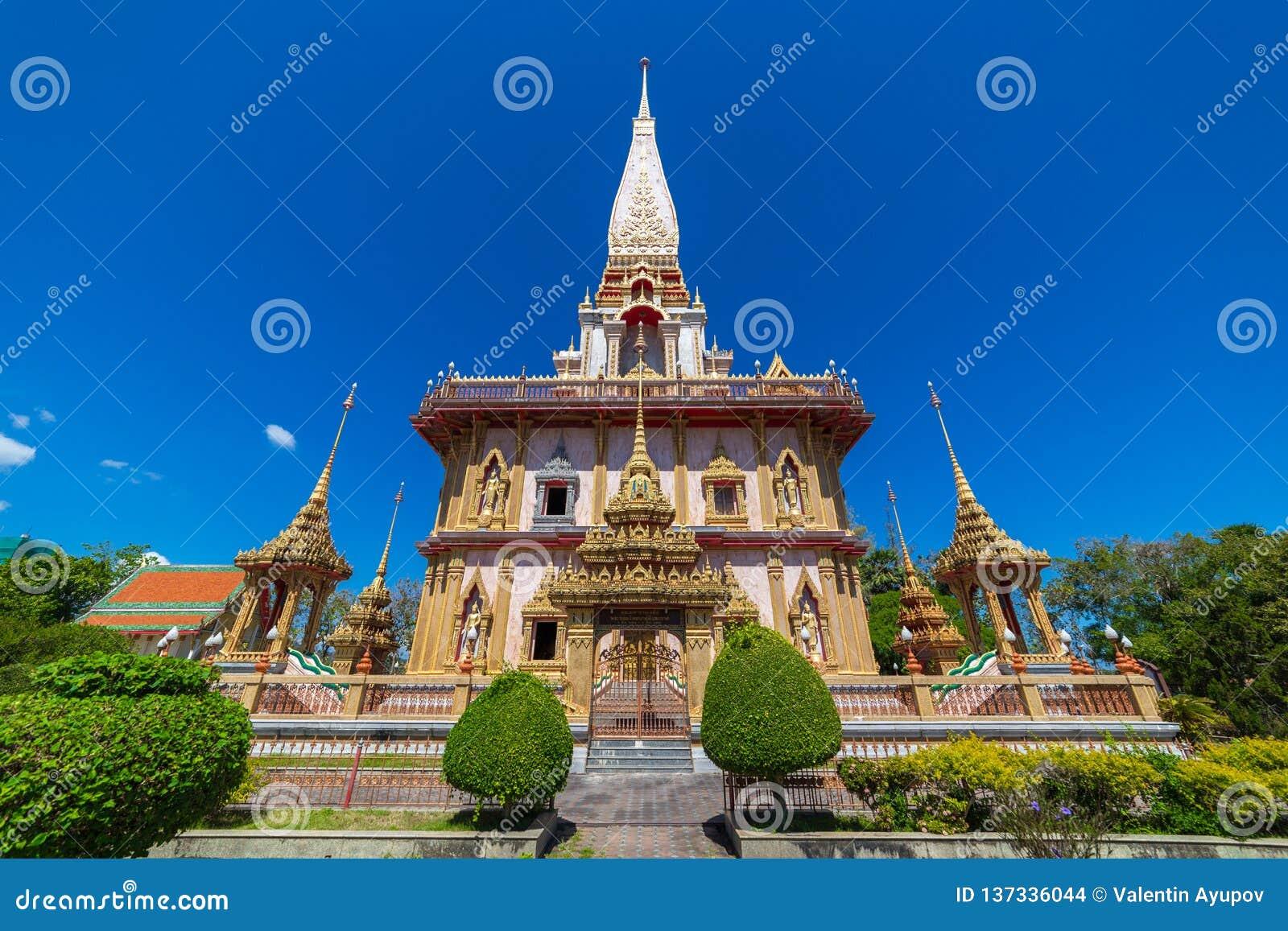 O templo de Wat Chalong Buddhist em Chalong, Phuket, Tailândia