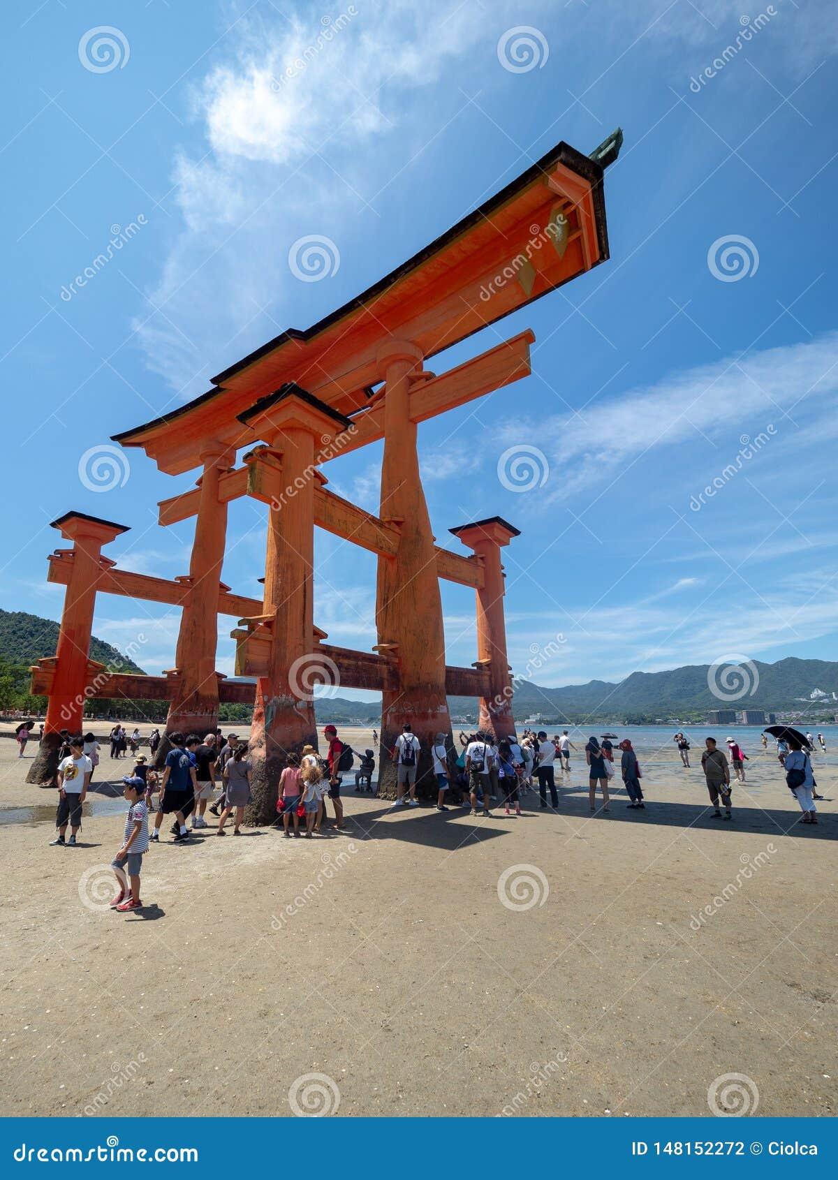 O-Torii grote poort van het Itsukushima-Heiligdom, Japan