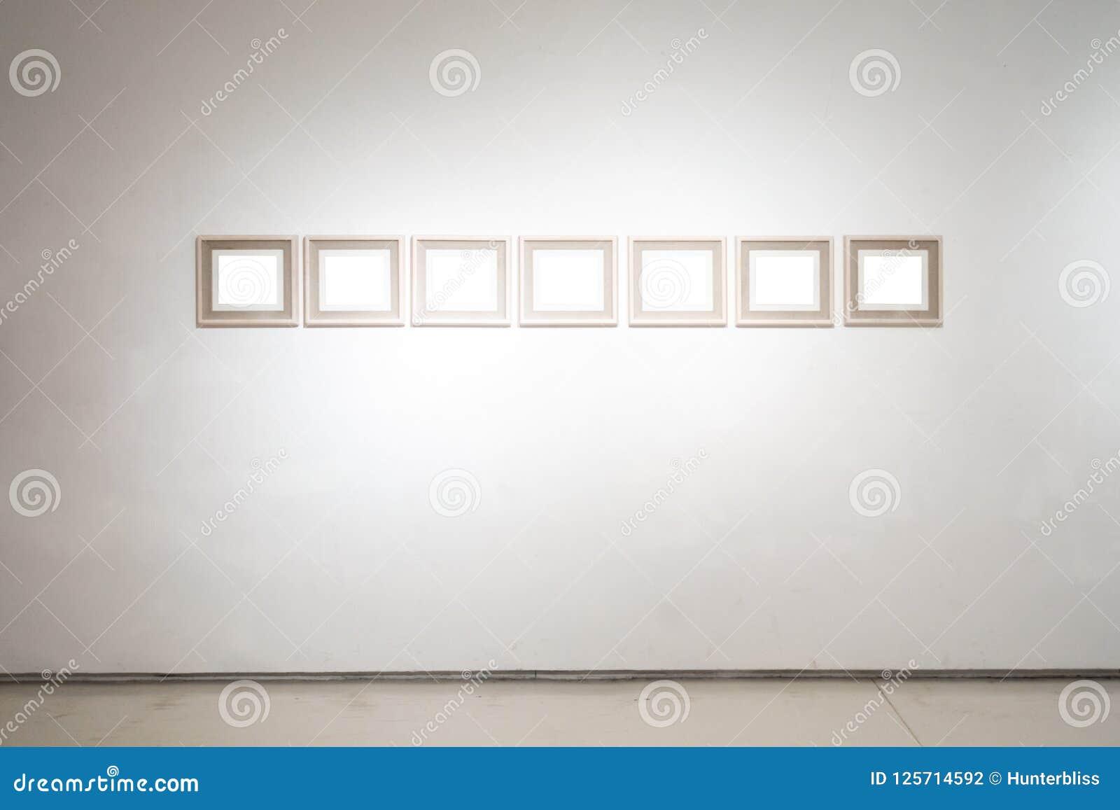 O trajeto de grampeamento branco da exposição de Art Gallery Museum Blank Frame é