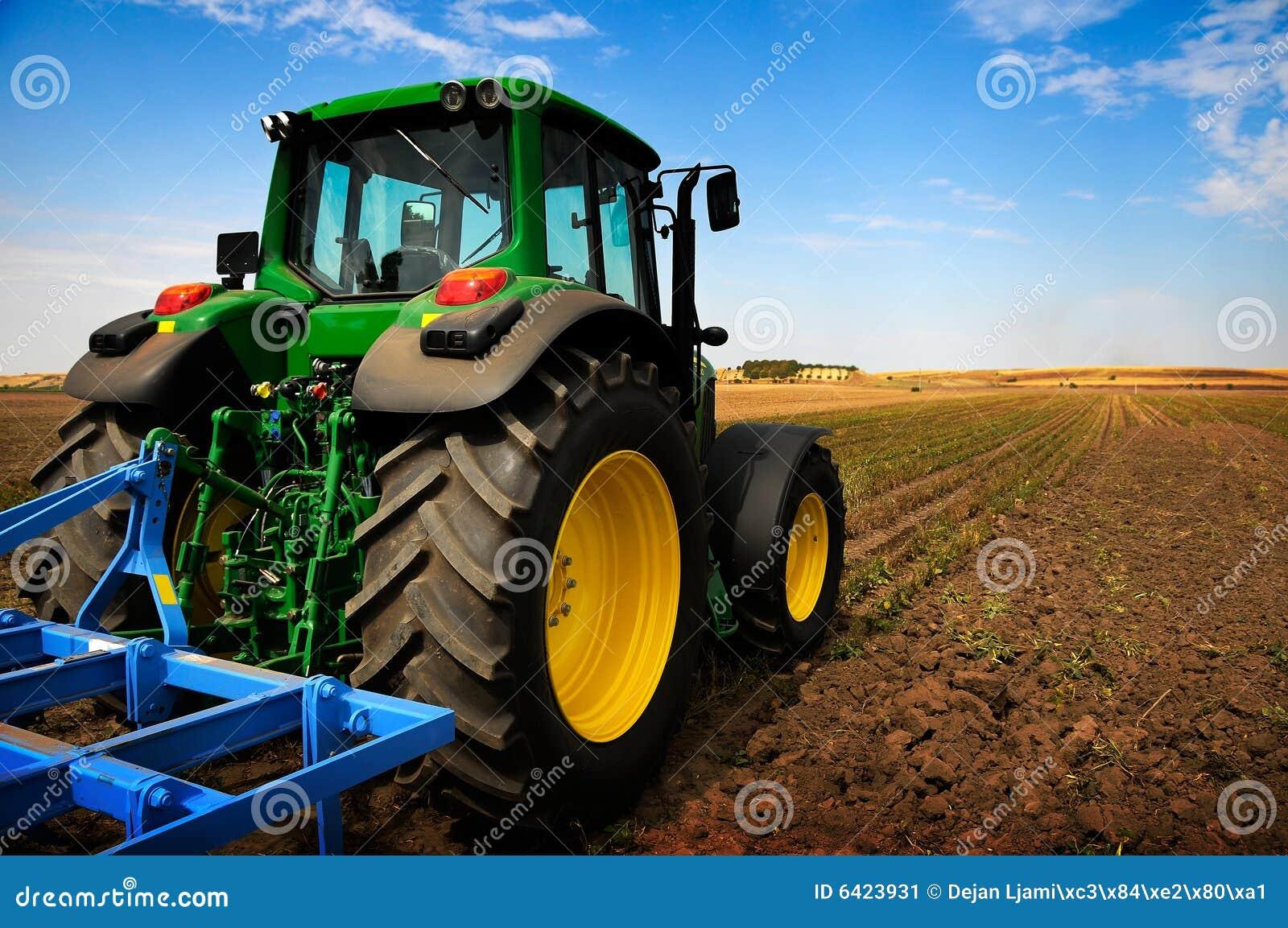 O trator - equipamento de exploração agrícola moderno