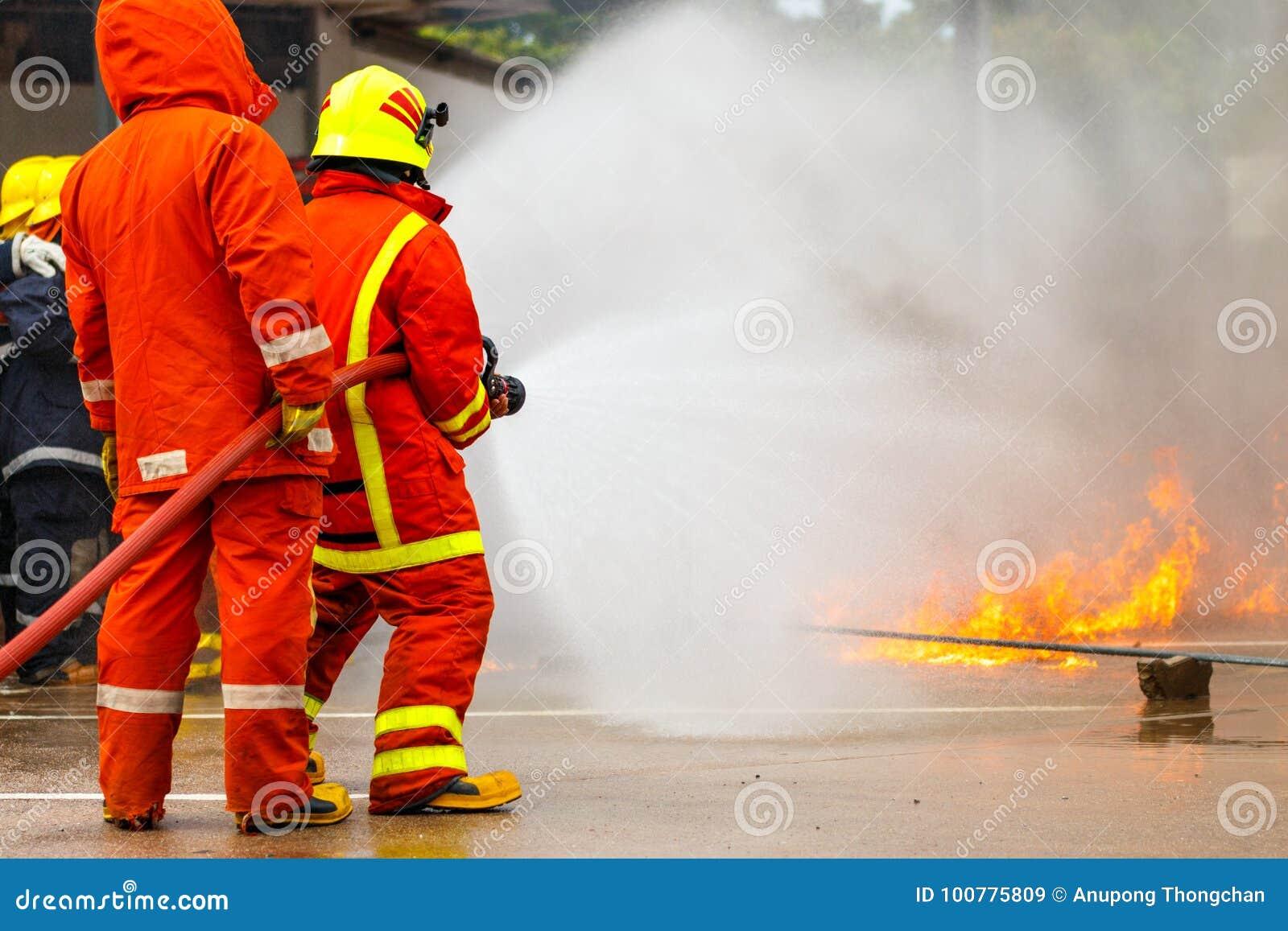 O treinamento do sapador-bombeiro fireman