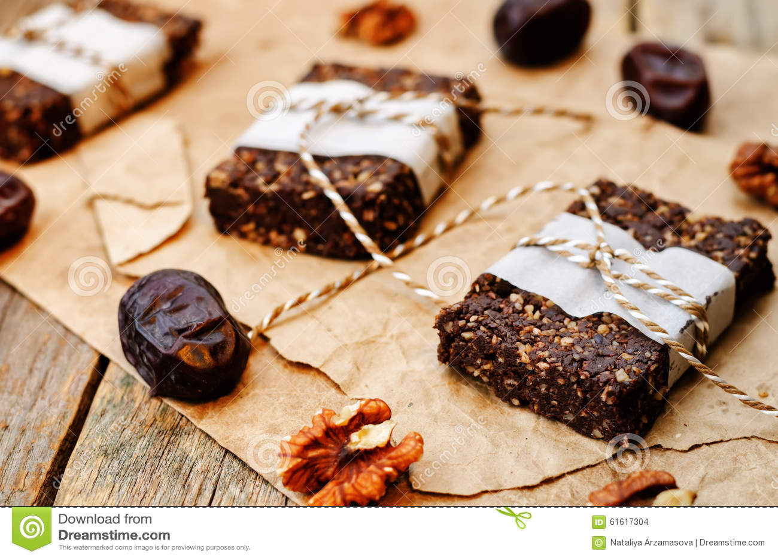 O vegetariano cru data barras de chocolate da noz do coco