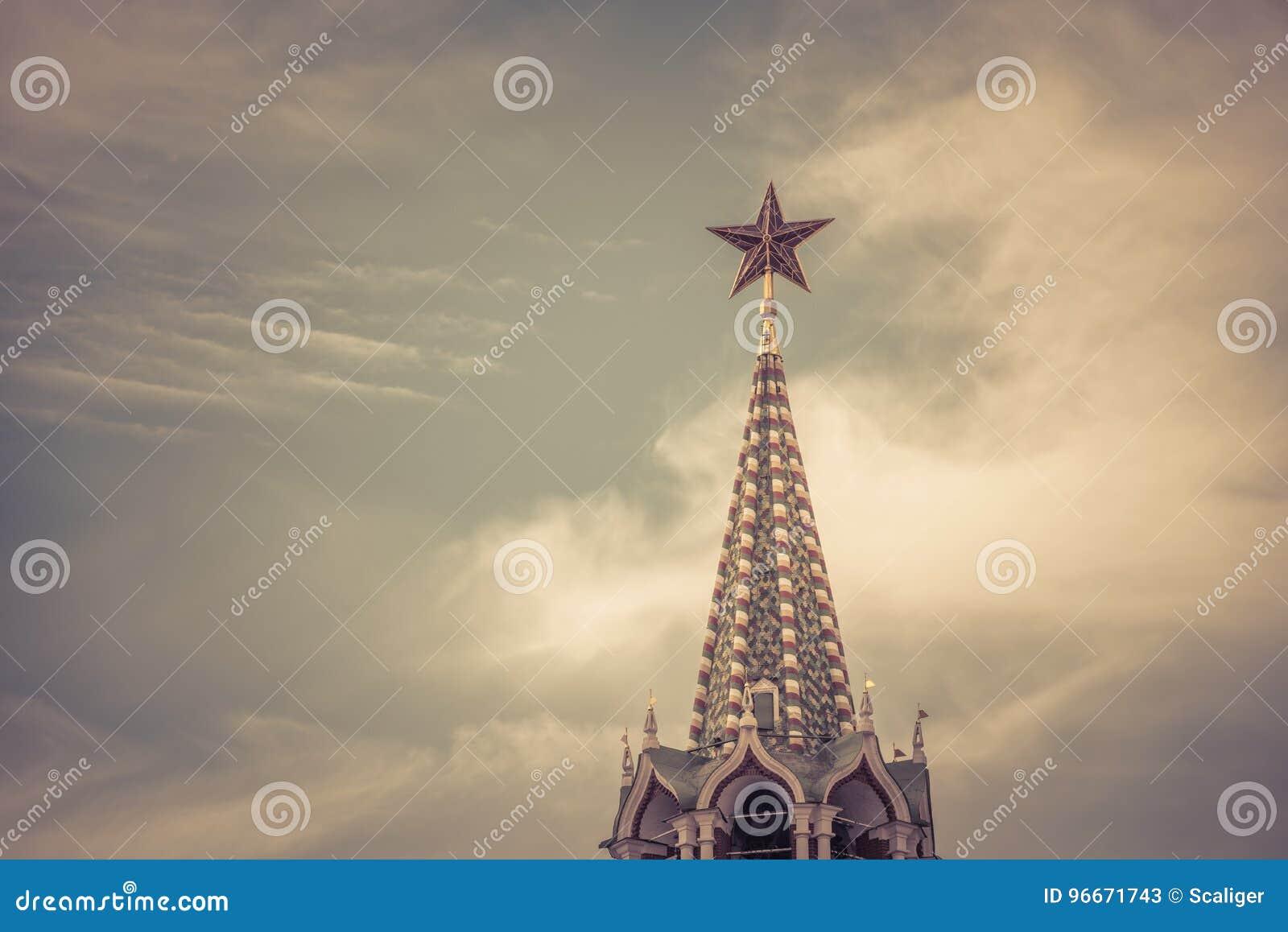 O vermelho protagoniza no Kremlin de Moscou