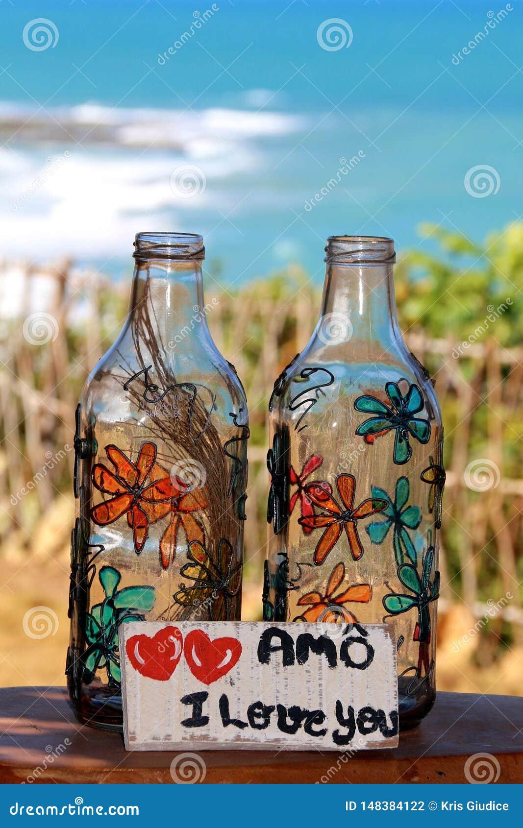 O vidro engarrafa flores pintados à mão