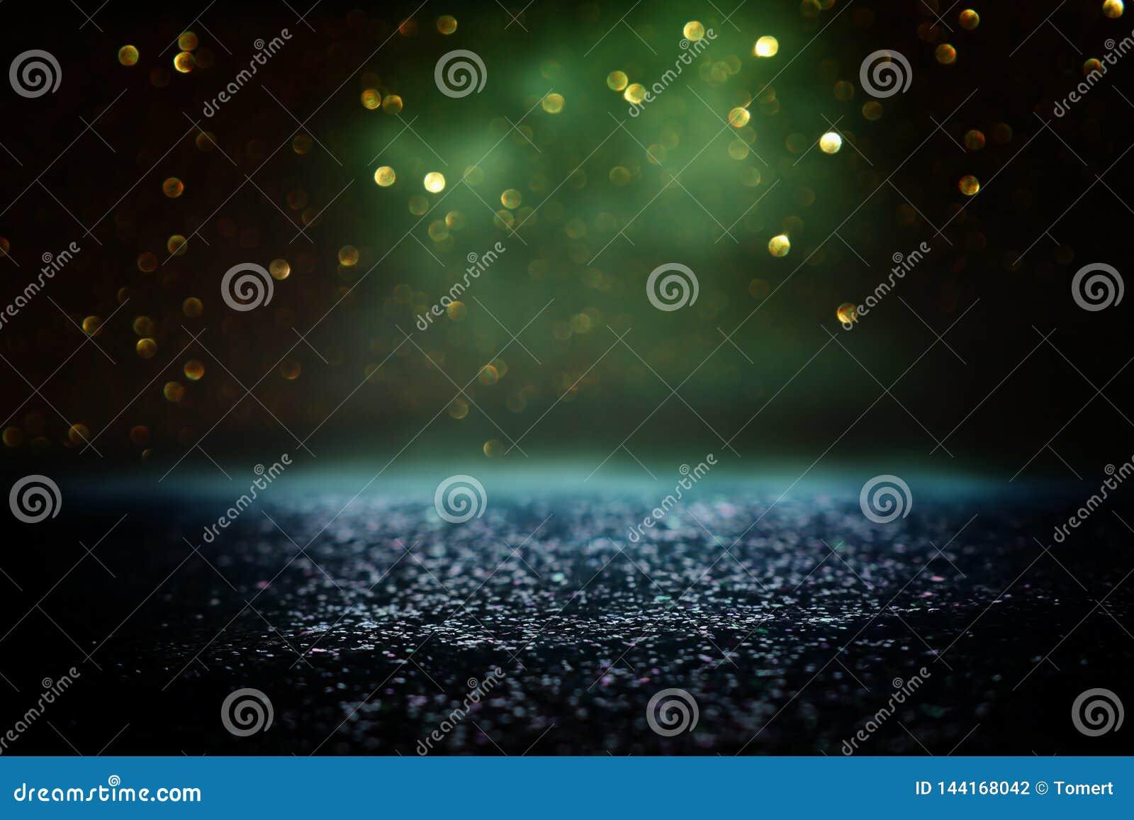 O vintage do brilho ilumina o fundo preto, verde e ouro de-focalizado