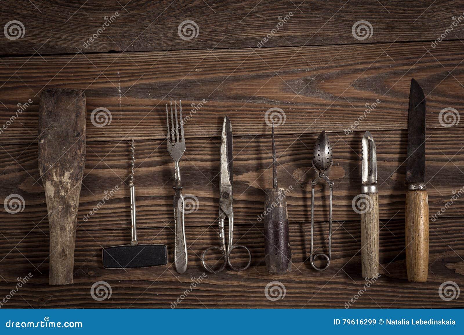 O vintage objeta no conceito de madeira do vintage do fundo e rústico