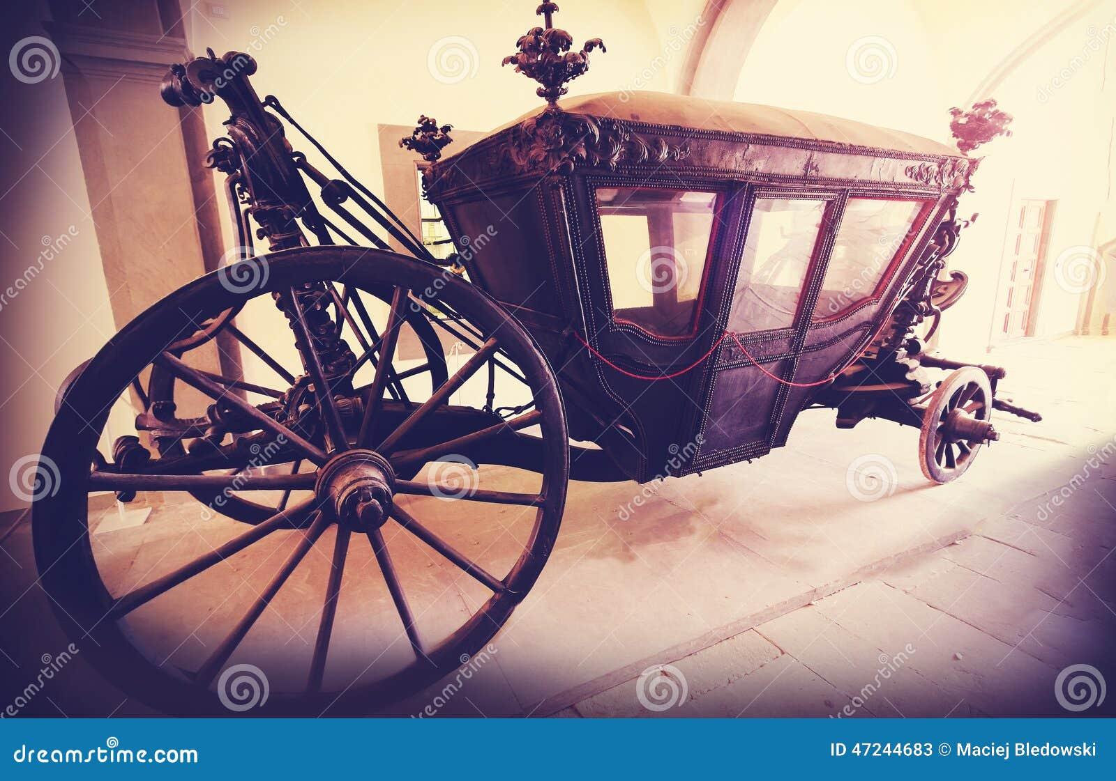 O vintage retro filtrou a imagem de um transporte de madeira velho