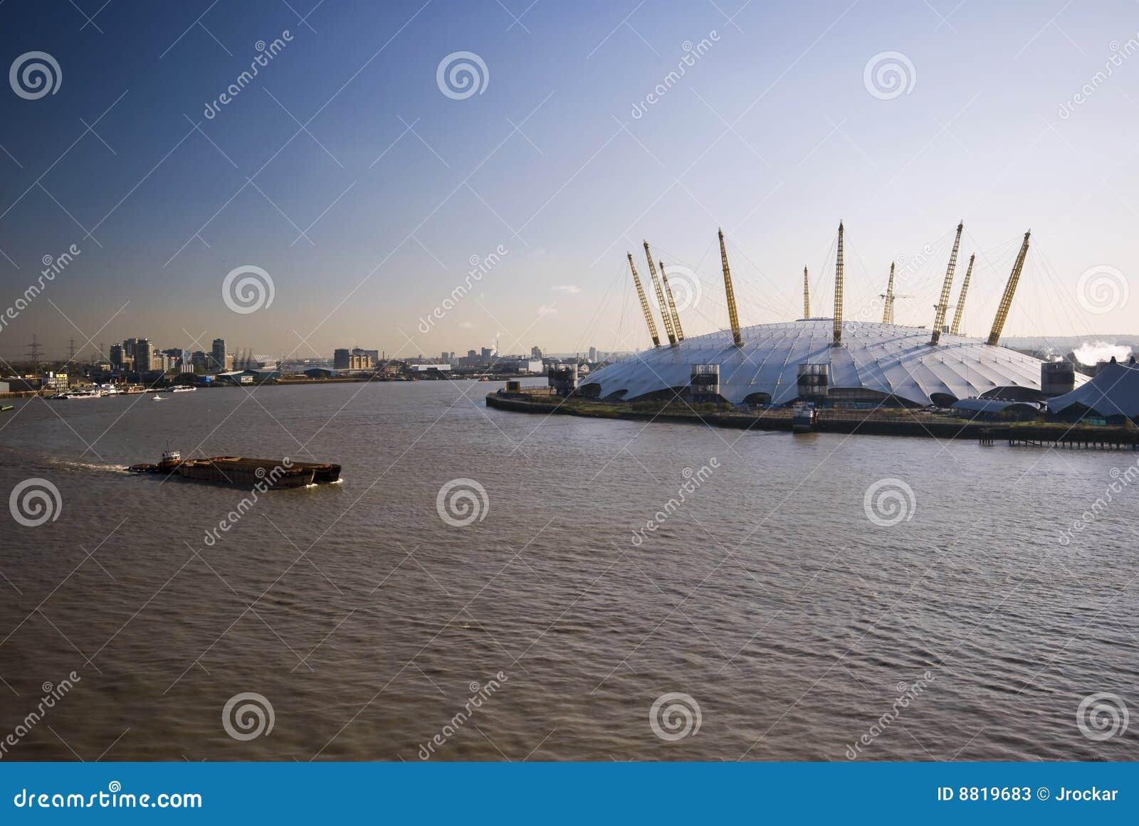 O2 arena and river thames