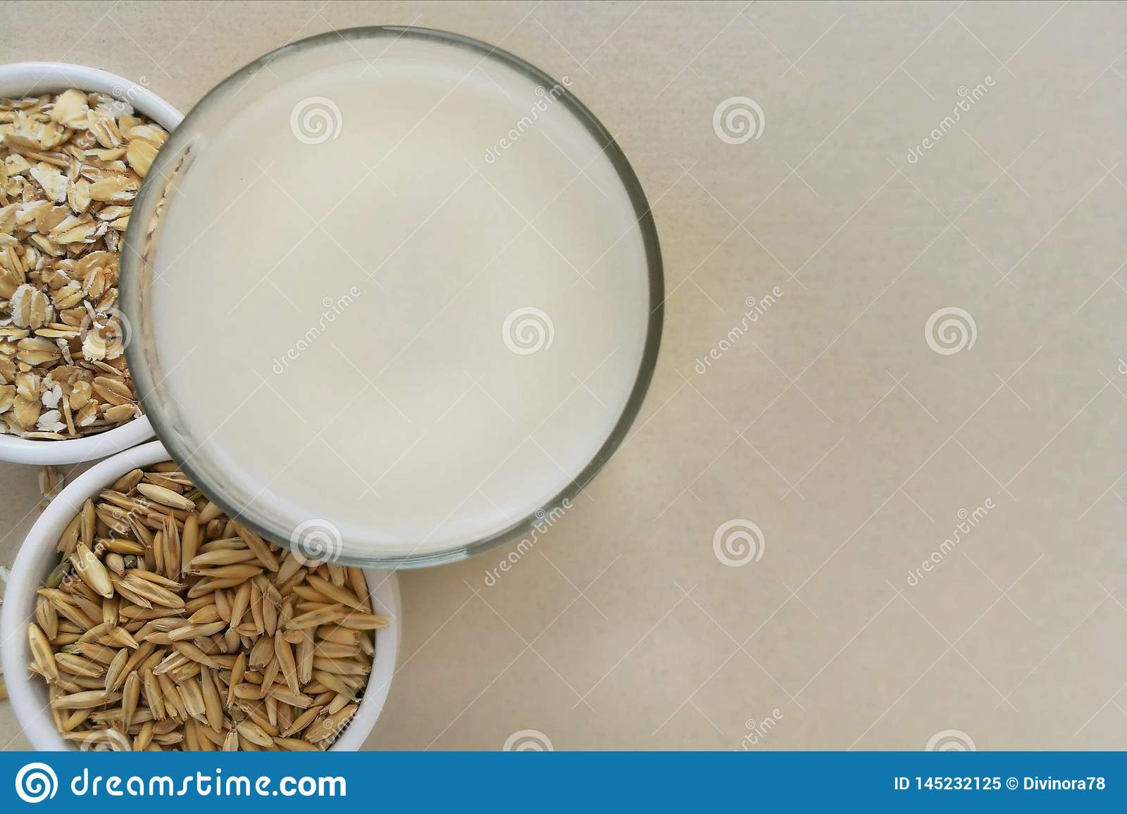 Oatmeal, oatmeal νιφάδες και σιτάρια βρωμών