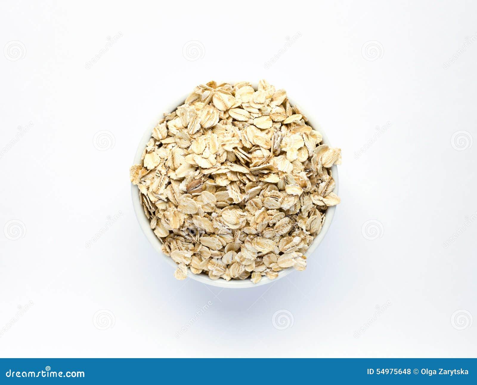 Oatmeal στο άσπρο piala σε ένα άσπρο υπόβαθρο