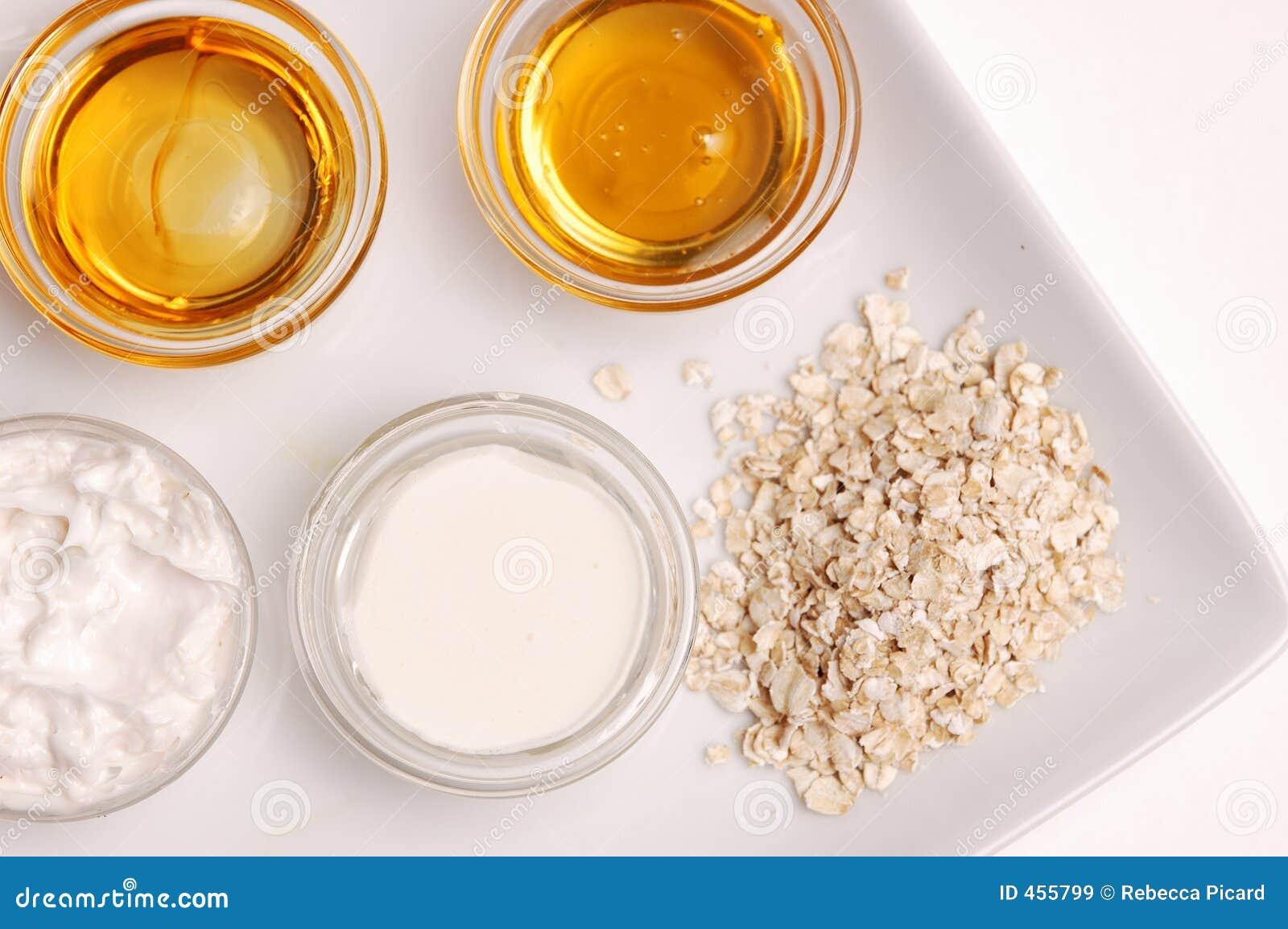 Скраб для лица из мёда в домашних условиях