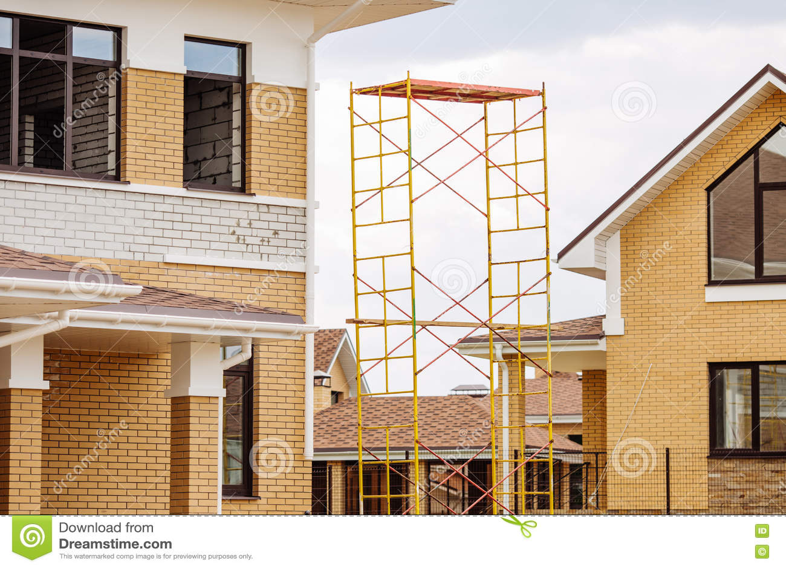 Oavslutat europeiskt hus av tegelsten, fortfarande under konstruktion