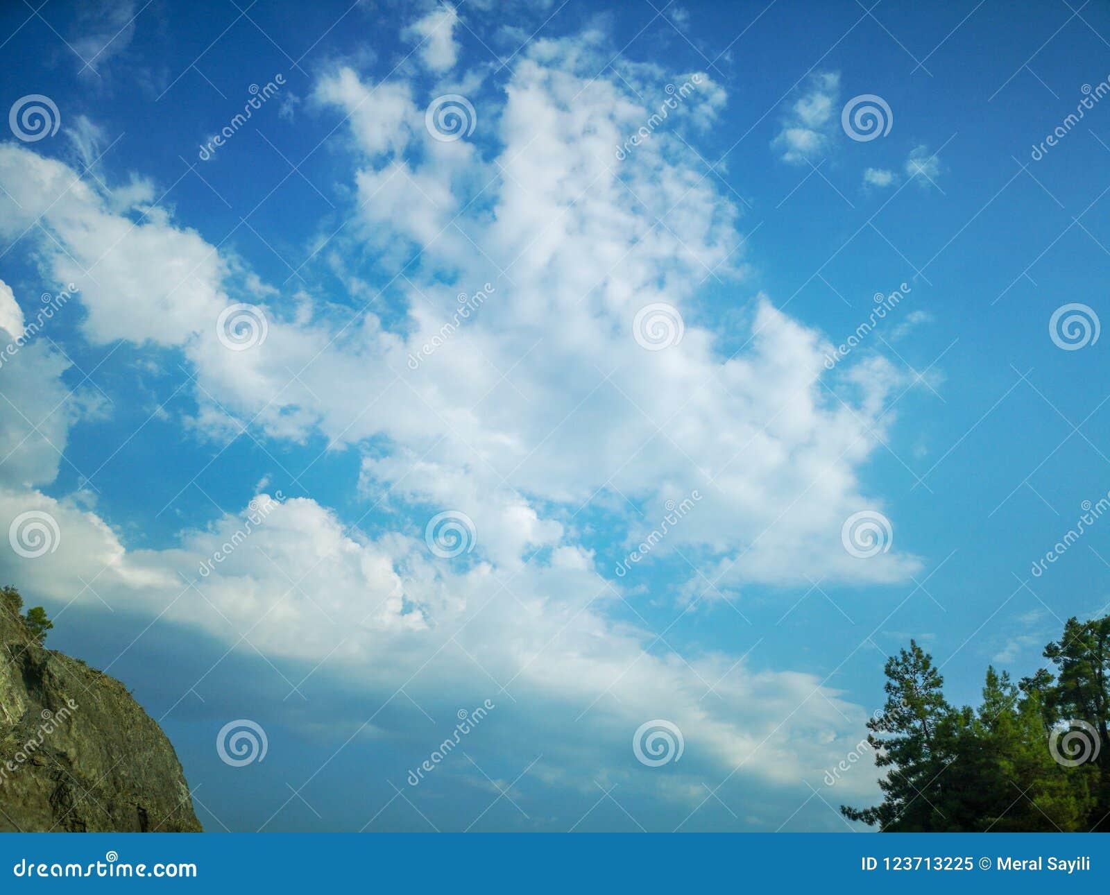 Obłoczny cumulus od wysokości samolotowy lot atmosfery pogoda